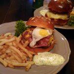 Cronici cinstite: cei mai buni burgeri din Tei, preferabil cu rezervare
